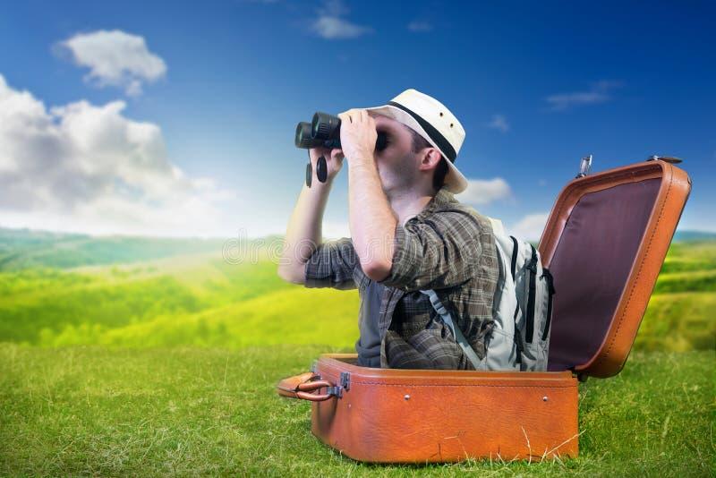 De reizende ontdekkingsreiziger neemt aard waar stock foto's