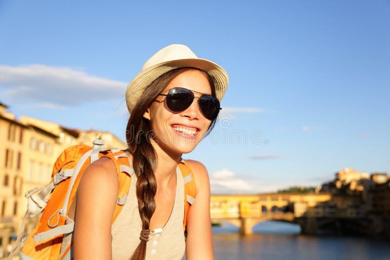 De reiziger van Backpackingsvrouwen in Florence royalty-vrije stock afbeelding