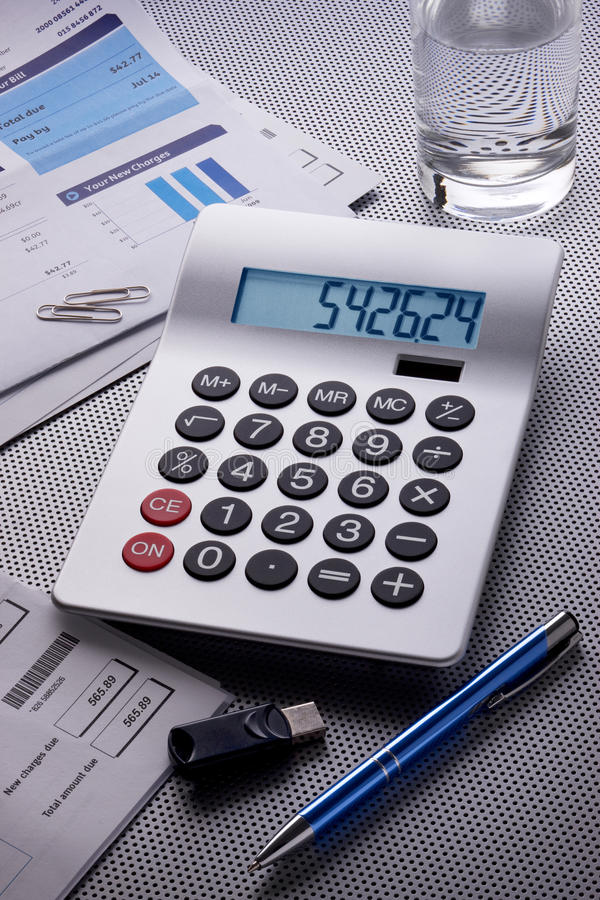 De Rekeningen van de calculator om te betalen royalty-vrije stock foto