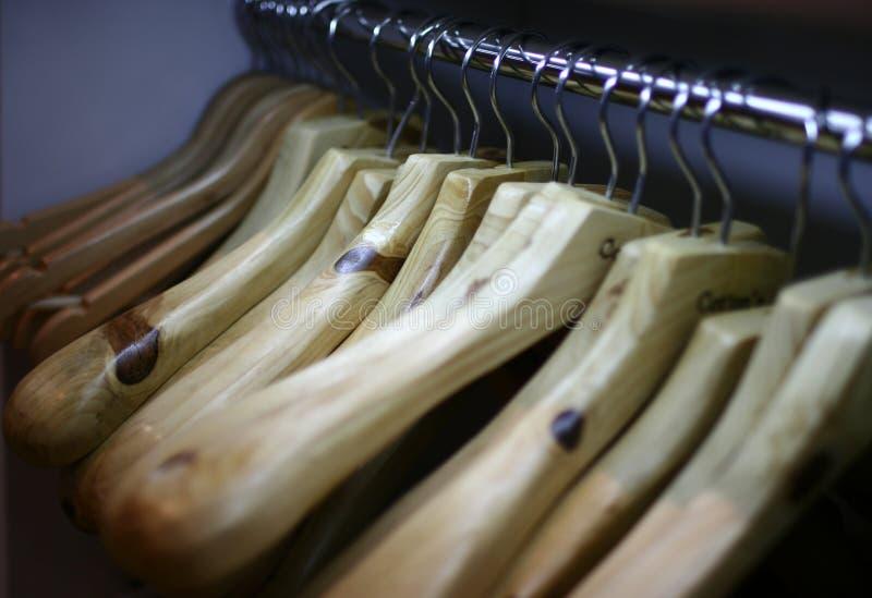 De rekken van kleren stock afbeelding