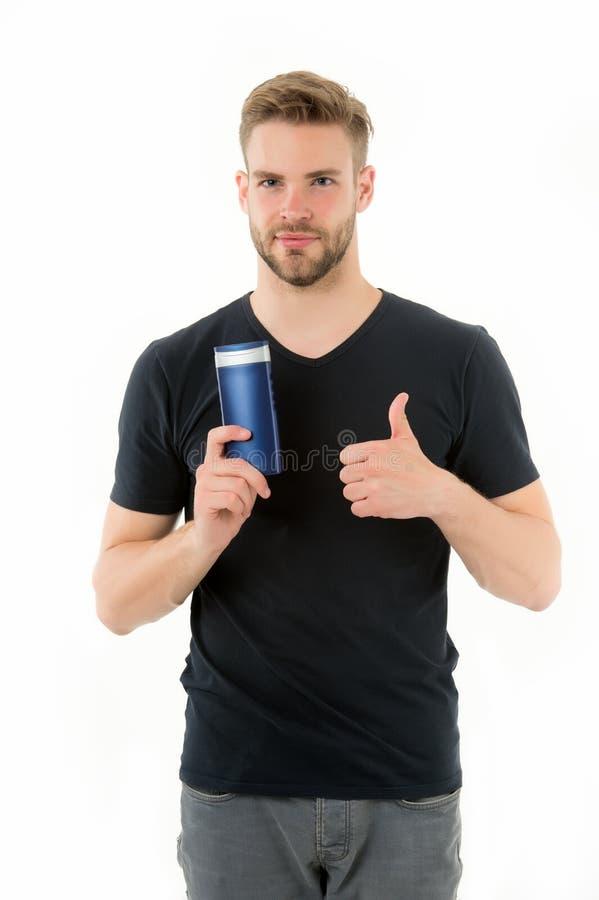 De remedies doen hoofdroos van de hand De de flessenshampoo van de mensengreep toont duim omhoog geïsoleerd wit Jeukerige scalp e stock afbeelding
