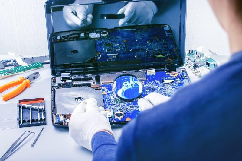 De reparatie van de computer Technologie bevestigt motherboard Kleine onderneming royalty-vrije stock foto's