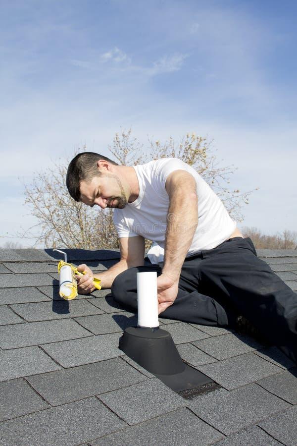 De Reparatie van het dak stock foto