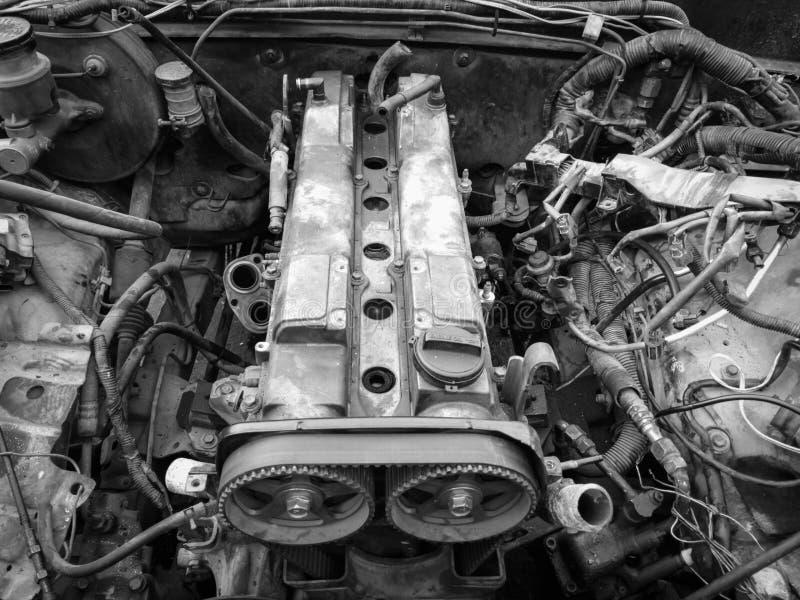 De reparatie van de motor de oude auto stock foto