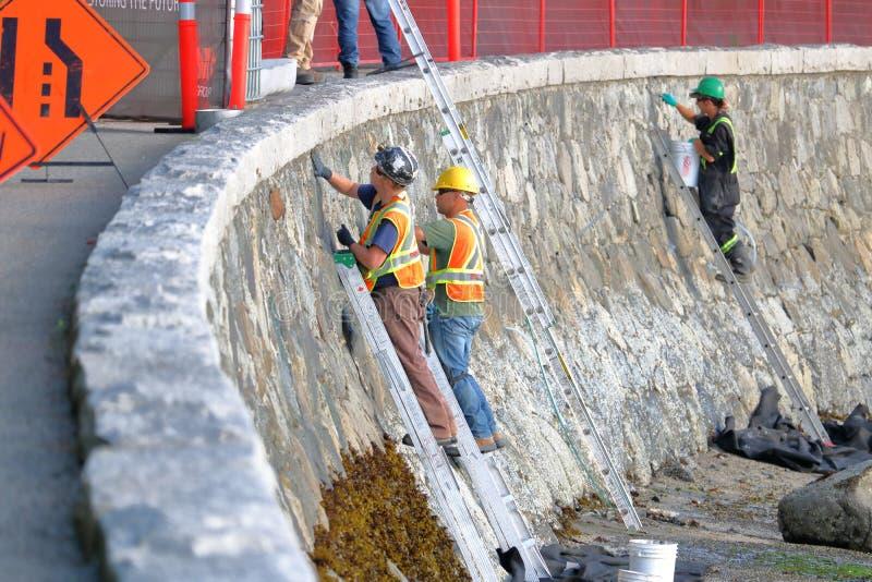 De Reparatie de Zeedijk van Vancouver, Canada ` s van de het werkbemanning stock afbeeldingen