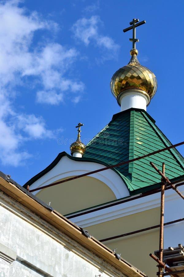 De restauratie van het dak van de Orthodoxe Kerk royalty-vrije stock foto