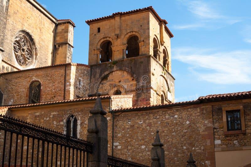 De retour de la cathédrale d'Oviedo photo stock