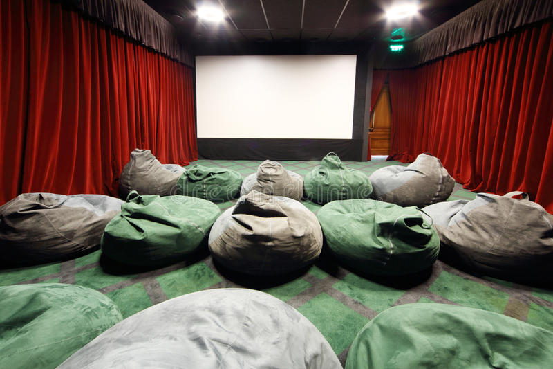 De retour des sièges peu communs verts confortables dans le thea de film photographie stock libre de droits