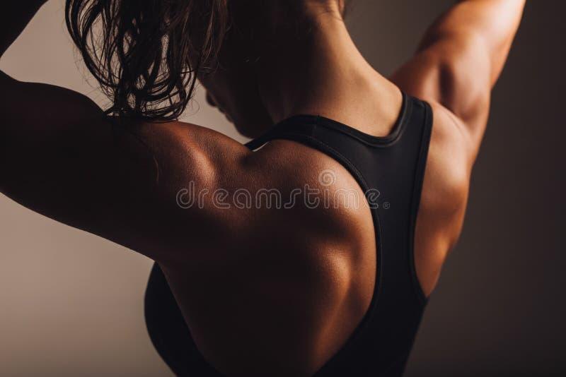 De retour du modèle femelle de forme physique photographie stock libre de droits