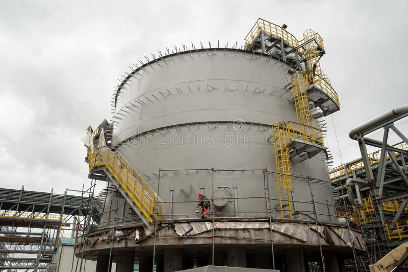 De reusachtige tank van de olieopslag Tobolsk Rusland royalty-vrije stock afbeeldingen