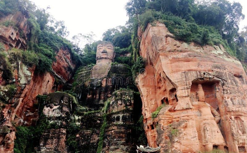 De Reuzeboedha steen van Leshan snijdt in de provincie van Sichuan in China stock foto's
