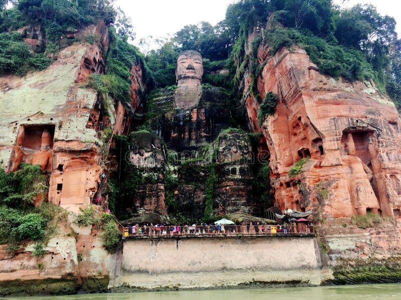 De Reuzeboedha steen van Leshan snijdt in de provincie van Sichuan in China stock afbeelding