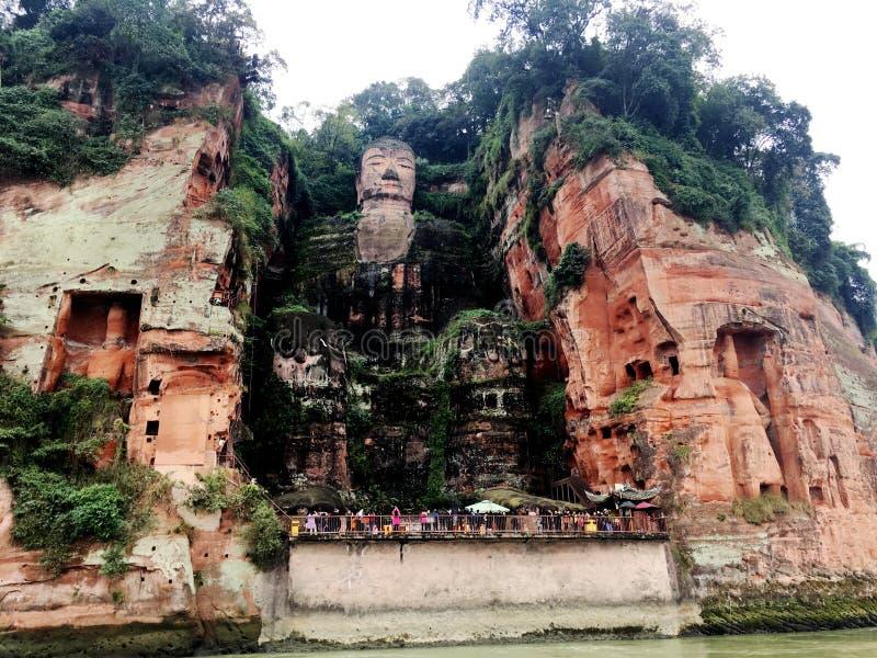 De Reuzeboedha steen van Leshan snijdt in de provincie van Sichuan in China stock afbeeldingen