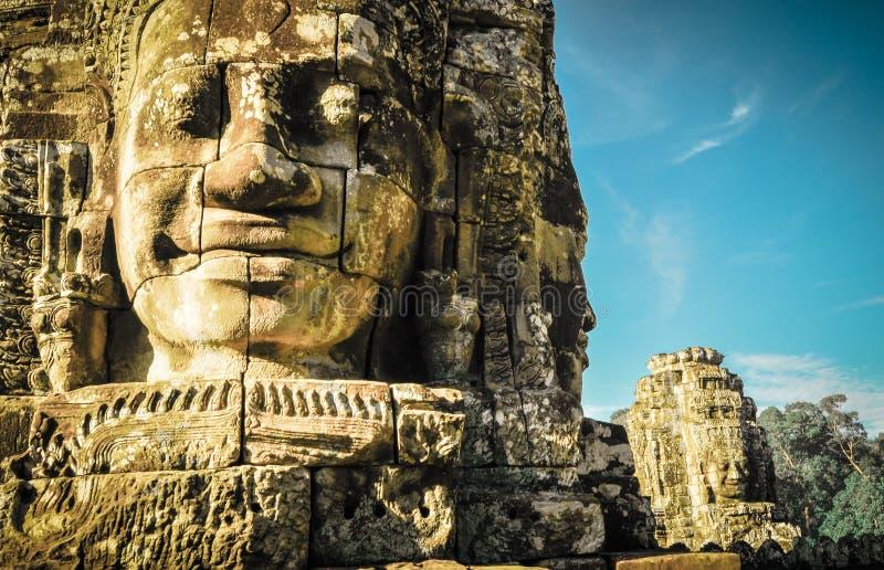 De reuzeboom die Ta Prom en de tempel van Angkor Wat, Siem behandelen oogst, Ca royalty-vrije stock afbeelding