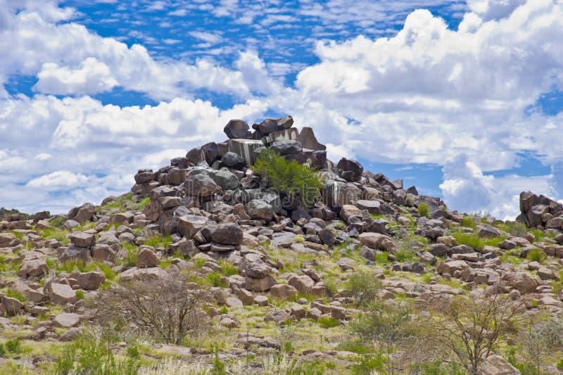 De Reuzenspeelplaats van de steenwoestijn in Namibië stock foto