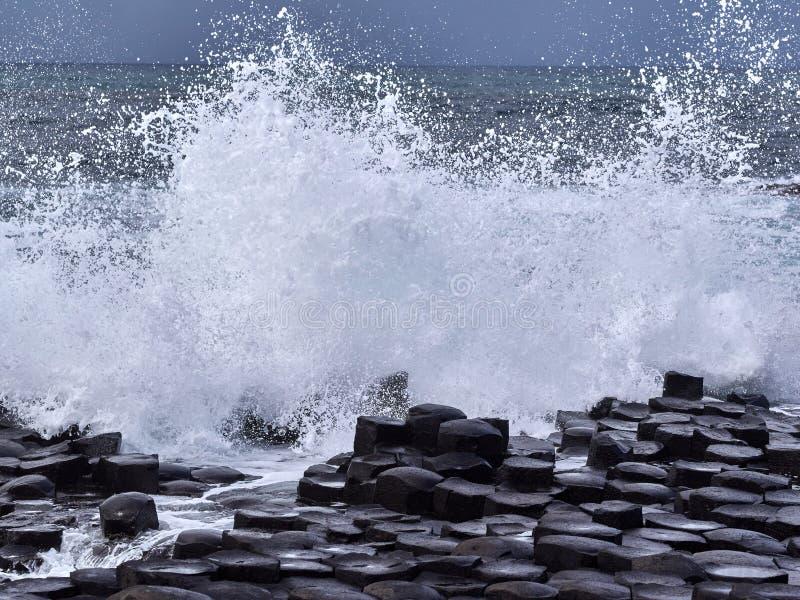De reuzeverhoogde weg van ` s, Antrim, Noord-Ierland stock foto