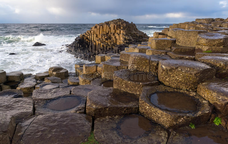 De reuzeverhoogde weg van ` s, Noord-Ierland stock afbeeldingen