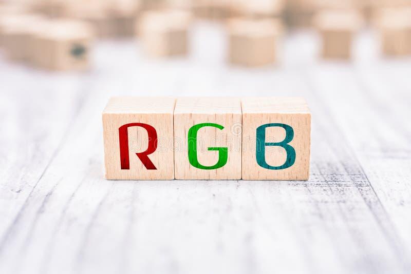 De RGB Afkorting Gevormd door Houten Blokken op een Witte Lijst royalty-vrije stock afbeeldingen