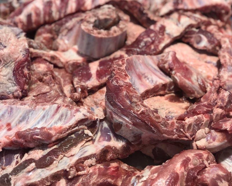 De de ribbenbeenderen van het versheidsvarkensvlees snijdt stuk voorbereide ingrediënten voor het verkopen in de verse hoogste me royalty-vrije stock afbeelding