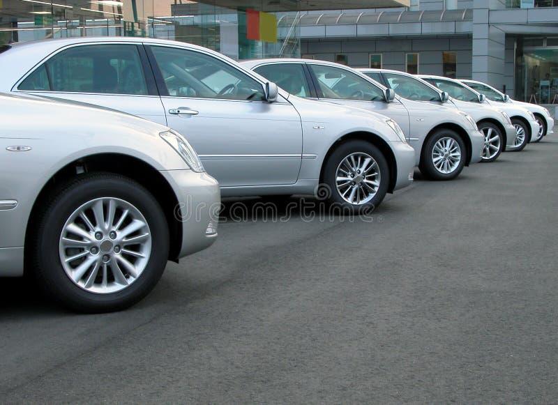 De rij van auto's stock afbeeldingen