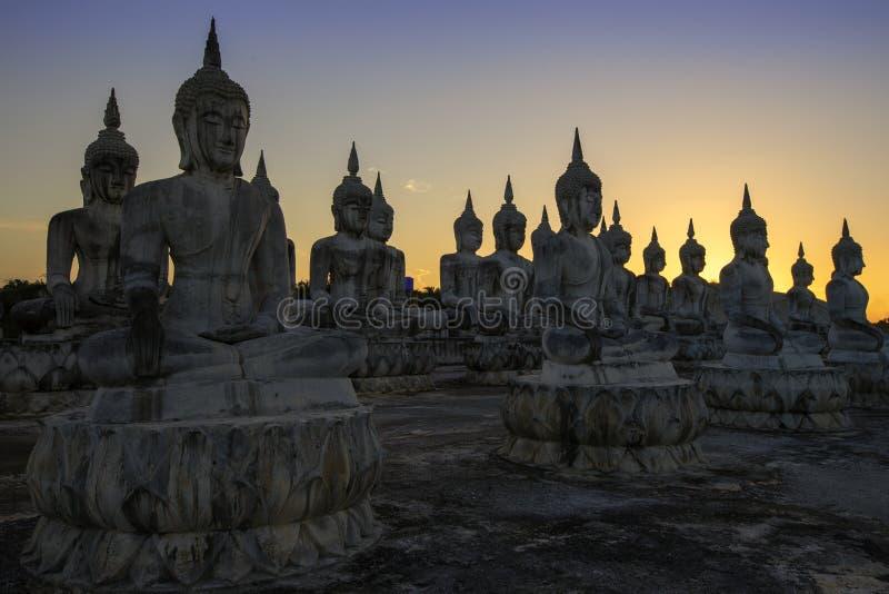 De rij van de standbeelden van Boedha royalty-vrije stock foto