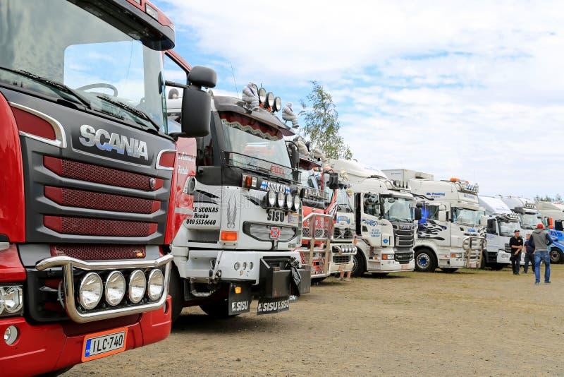 De rij van toont Vrachtwagens op een Vrachtwagenvergadering royalty-vrije stock afbeeldingen