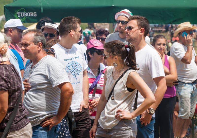 De rij voor het het winkelen festival Rozhen in Bulgarije stock afbeelding