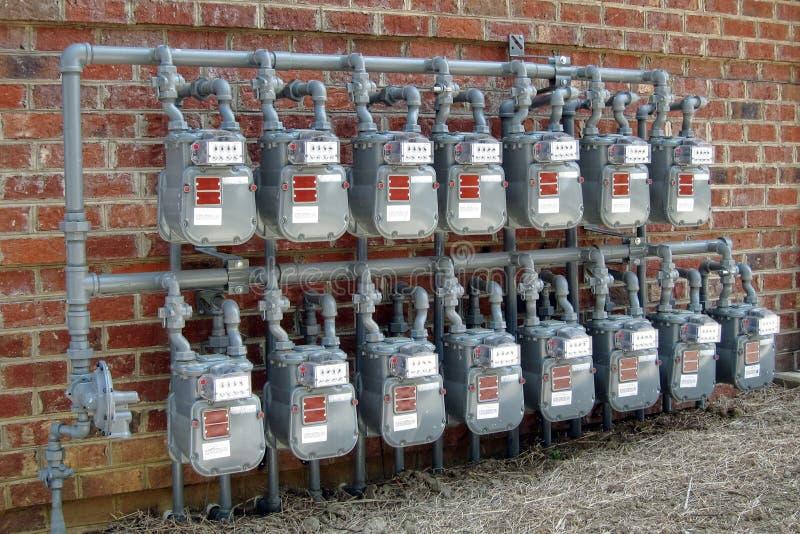 De Rijen van de Meter van het gas op de Nieuwe Commerciële Muur van de Bouw stock foto's