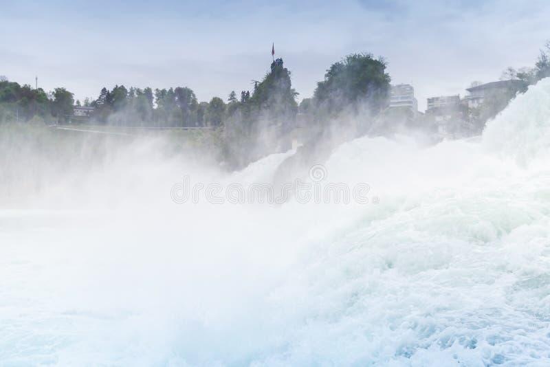 De Rijn valt landschap Snel gevallen rivierwater royalty-vrije stock foto