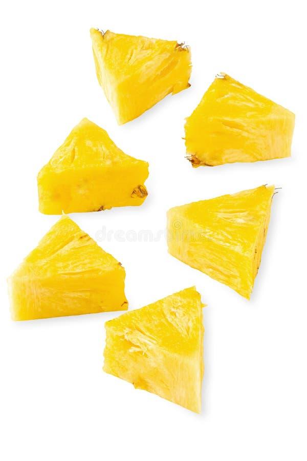 De rijpe ananas is tropisch die fruit op witte achtergrond wordt ge?soleerd stock foto's