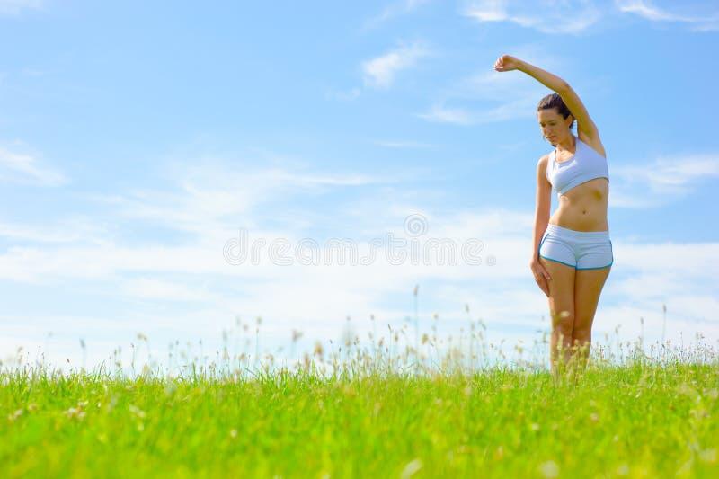 Download De Rijpe Atleet Van De Vrouw Stock Foto - Afbeelding bestaande uit oefening, blauw: 10783778