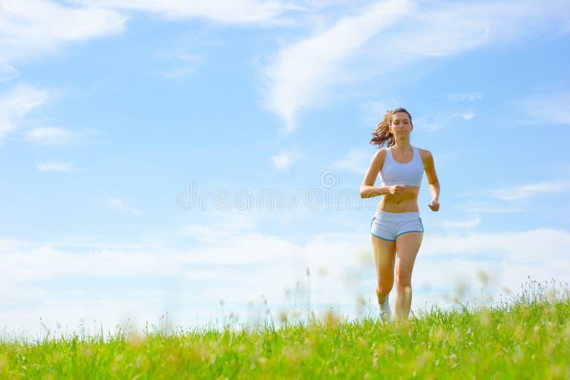 Download De Rijpe Atleet Van De Vrouw Stock Afbeelding - Afbeelding bestaande uit actief, energie: 10783807