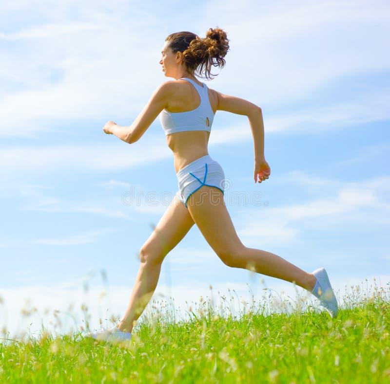 Download De Rijpe Atleet Van De Vrouw Stock Afbeelding - Afbeelding bestaande uit blauw, gezond: 10783837