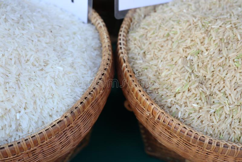 De rijst is een korrel die world& x27; s de bevolking verbruikt als belangrijk voedsel Vooral in Azië royalty-vrije stock afbeeldingen