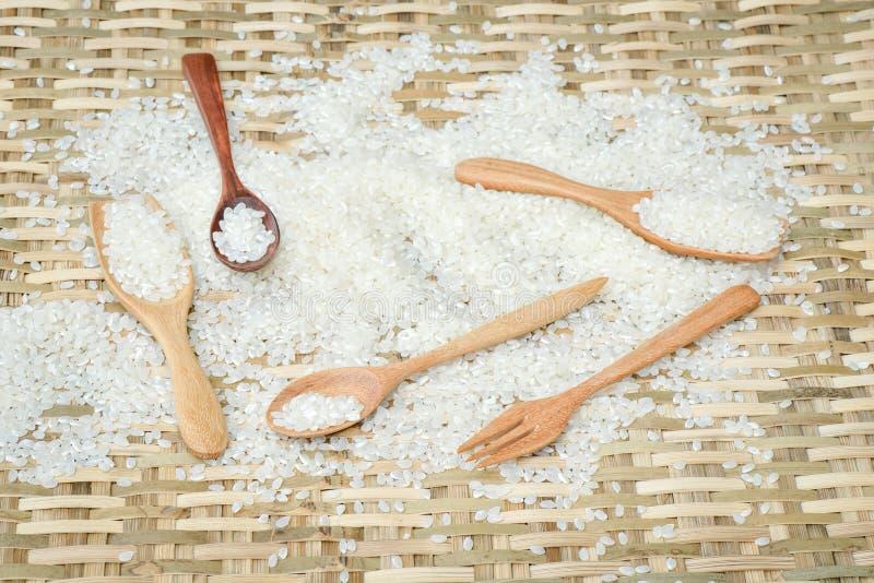 De rijst van Japan op houten lepel stock fotografie