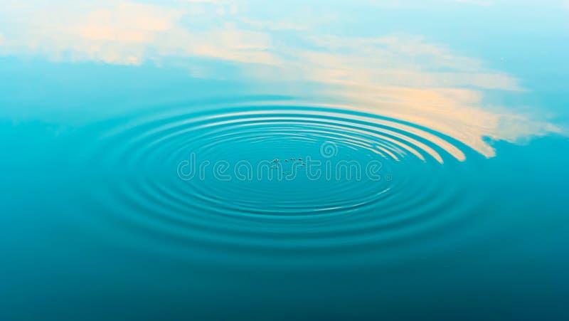 De rimpelingen van het water royalty-vrije stock foto