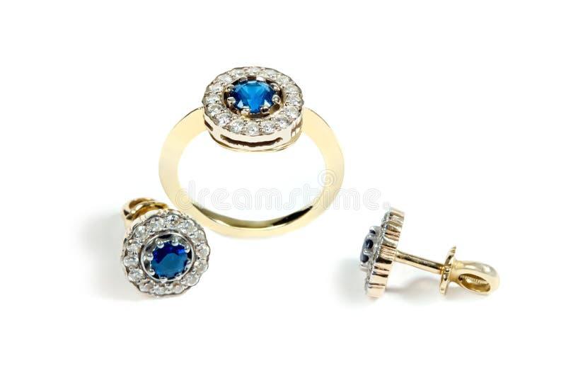 De ring en de oorringen van de saffier royalty-vrije stock foto