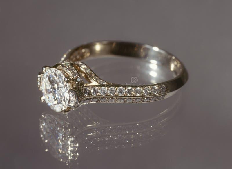 De ring van de diamant. stock foto