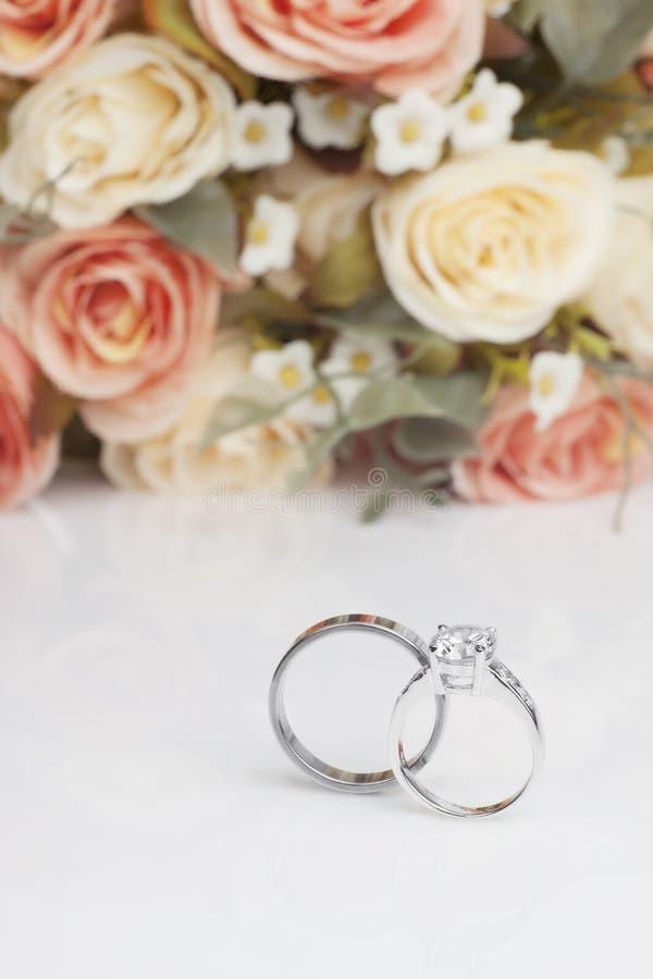 De ring van de diamant voor huwelijk royalty-vrije stock afbeeldingen
