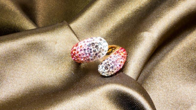De ring van het Swarovskikristal royalty-vrije stock afbeelding