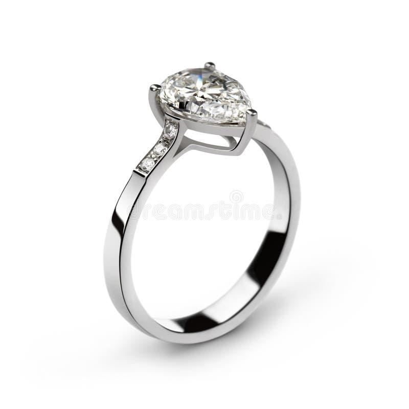De ring van het witgoud met witte diamanten en één grote pe stock foto