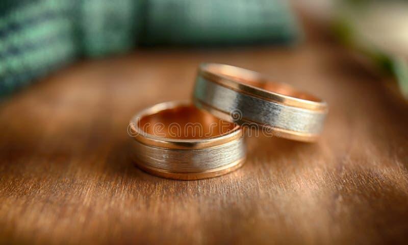De Ringen van de gouden bruiloft royalty-vrije stock fotografie