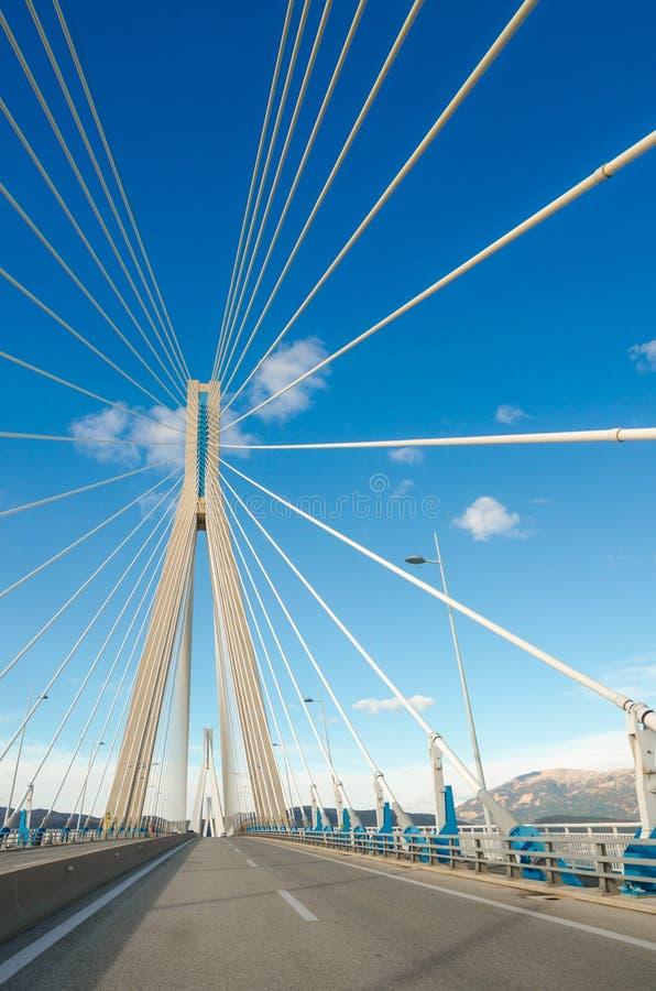 De Rio-Antirrio Brug, officieel Charilaos Trikoupis Bridge, langste multi-spanwijdte kabel-gebleven brug stock fotografie