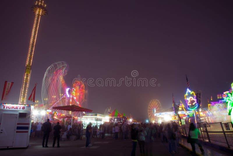 De Ritten en de Spelen van Carnaval bij Nacht royalty-vrije stock afbeelding