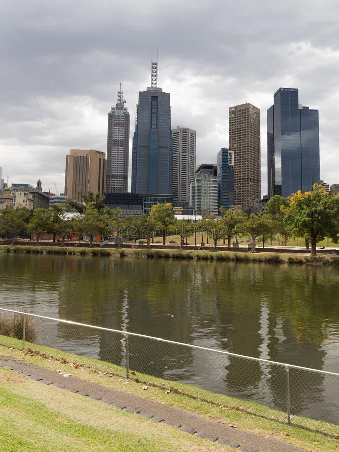De Rivier en de wolkenkrabbers van Melbourne Yarra royalty-vrije stock afbeelding