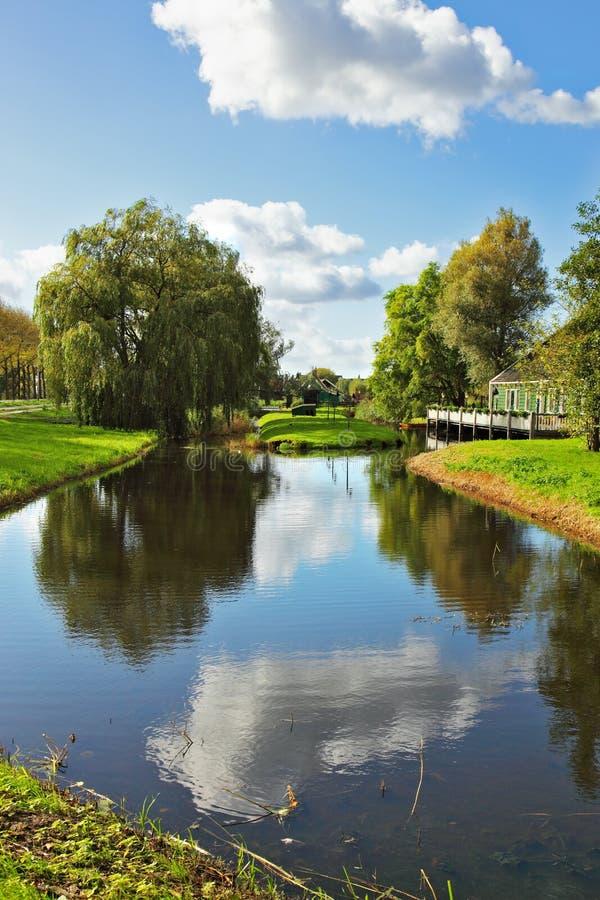 De rivier in Holland. Warme dag royalty-vrije stock fotografie