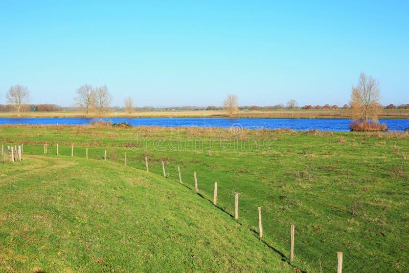 De rivier Maas in Brabant, Nederland, een panorama royalty-vrije stock afbeeldingen