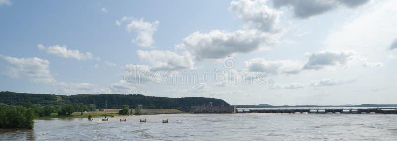De de Rivier Overstromende lente van Arkansas van 2019, Robert S Kerr Lock en Dam royalty-vrije stock afbeeldingen