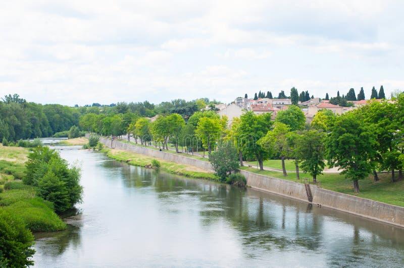 De rivier van Aude. Stad Carcassonne. Frankrijk stock afbeelding