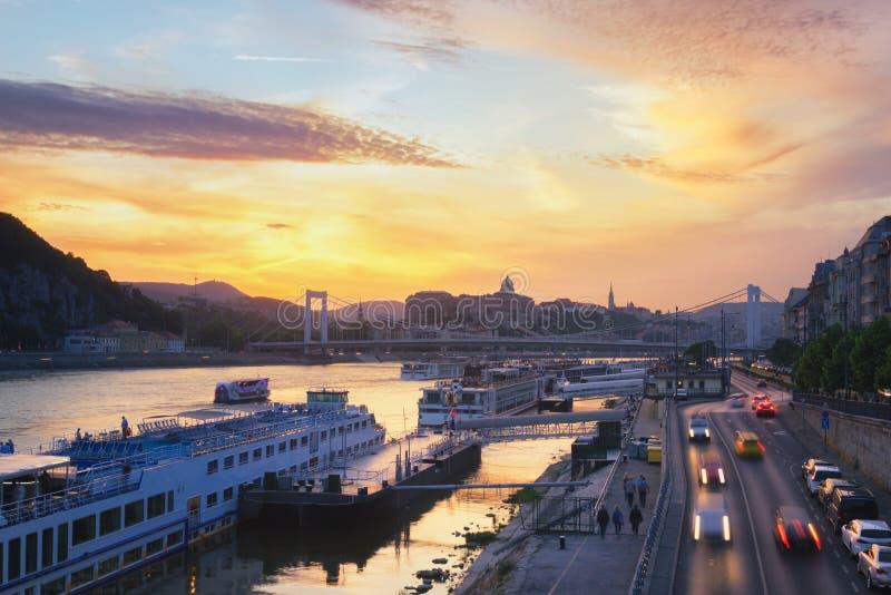 De Rivier van Boedapest Donau - Hongarije stock afbeeldingen